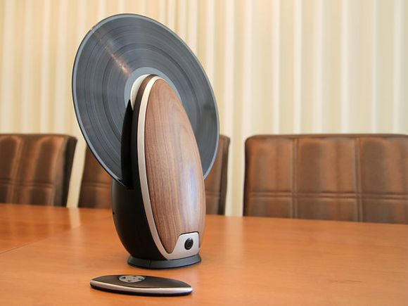 'TOC' Vertical Record Player by Roy Harpaz